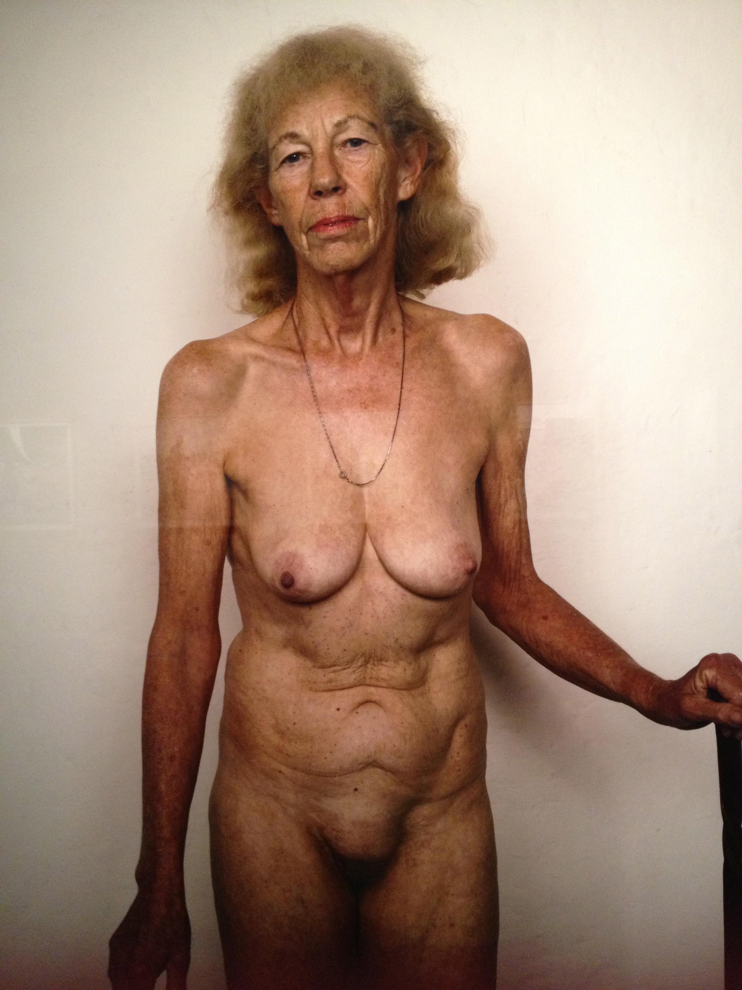 gränshandel burg äldre nakna kvinnor