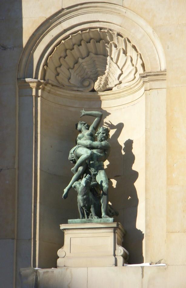 Stockholms_slott_sydfasad_skulpturgrupp_2011c